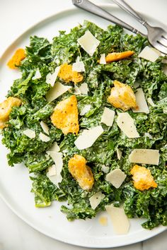 This kale Caesar salad is delicious and full of flavor. Made with a traditional Caesar dressing, easy but fresh and crunchy croutons, and shaved parmesan, it's perfect as an elegant but healthy side or main course. Easy Caesar Salad Dressing, Kale Caesar Salad, Kale Salad, Healthy Salad Recipes, Whole Food Recipes, Vegetarian Recipes, Healthy Food, Healthy Meals, Healthy Life