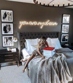 ¿Es gris un buen color para pintar un dormitorio? Bedroom Ideas ¿Es gris un buen color para pintar un dormitorio? Dream Rooms, Dream Bedroom, Home Bedroom, Budget Bedroom, Glam Master Bedroom, Pretty Bedroom, Master Suite, Bachelor Bedroom, Glamour Bedroom