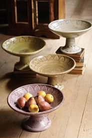 pedestal dishes, like this for fruit/veg display Ceramic Techniques, Pottery Techniques, Ceramic Clay, Ceramic Plates, Ceramic Fruit Bowl, Fruit Bowls, Pottery Bowls, Ceramic Pottery, Clay Bowl