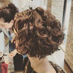 66 Chic Short Bob Hairstyles & Haircuts for Women in 2019 - Hairstyles Trends Short Wavy Hair, Curly Hair Cuts, Curly Bob Hairstyles, Curly Hair Styles, Short Permed Hair Before And After, Updo Curly, Medium Curly, Zottiger Bob, Hair Arrange