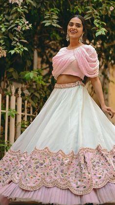 Party Wear Indian Dresses, Designer Party Wear Dresses, Indian Gowns Dresses, Indian Bridal Outfits, Dress Indian Style, Indian Fashion Dresses, Indian Designer Outfits, Sleeves Designs For Dresses, Fancy Blouse Designs