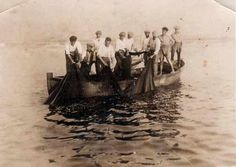 Mi tatarabuelo pescando en la playa de la Barceloneta (Barcelona) sobre 1910.
