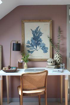 8 πανέμορφα ροζ γραφεία στο σπίτι, που θα σε βάλουν να βάψεις το δωμάτιο! #βαψιμο2021 #βαψιμοδωματιου #βαψιμοιδεες #γραφειοδωματιο #γραφειοσπιτιου #γραφειοστοσπιτι #δουλειααποτοσπιτι #ιδεεςδιακοσμησης #ροζ #χρωματοιχου #χρωματατοιχων ΑΝΑΚΑΙΝΙΣΗ Office Wall Colors, Bedroom Wall Colors, Room Colors, Pink Office, Home Office Space, Home Office Design, Home Office Decor, Office Ideas, Home Office Paint Ideas