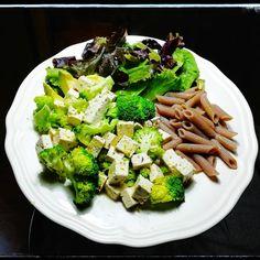 """Cena vegana proteica sin gluten. #vidasana #healthyfood #saludable #antioxidantes #salud #vegan…"""