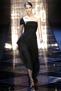 Sfilata Valentino Parigi - Collezioni Autunno Inverno 2005/2006 - Vogue