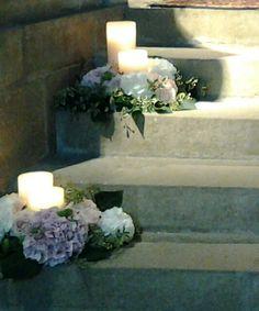 Candele lanterna ed ortensie Romantic Wedding Decor, Wedding Flower Decorations, Wedding Sets, Wedding Styles, Wedding Ceremony, Wedding Flowers, Wedding Day, Wedding Arrangements, Flower Arrangements
