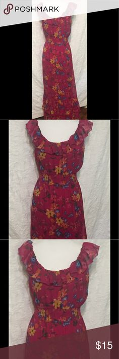 Old Navy Maxi Floral Dress Size M Old Navy Pink Floral Print Dress with Ruffles and Elastic Waistband Size M Gently worn and in great condition.   Measurements when laid flat:  20 inches from armpit to armpit  16.5 inches across smallest part at waist  about 24 inches across widest part of the dress  Need a dress for a special occasion and don't want to spend a lot of money? Check out my other listings. You just might find the perfect dress!  Please feel free to contact me with any…