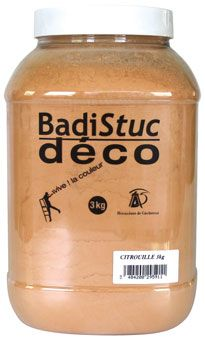 Bidon de 3 kg de Badistuc. Facile d'application ! Disponible ici: http://www.argilepeinture.com/stuc-chaux/42-enduit-a-la-chaux-badistuc.html
