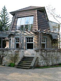 Henry van de Velde: House Hohe Pappeln, Weimar, 1907. Residential Architecture, Art And Architecture, Bauhaus, Art Nouveau, Pergola, Antoni Gaudi, Unusual Homes, Wide World, International Style