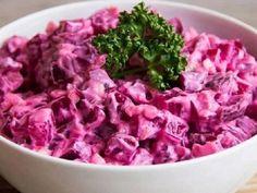 Свекольный салат с яйцами и огурцами — vkusno.co