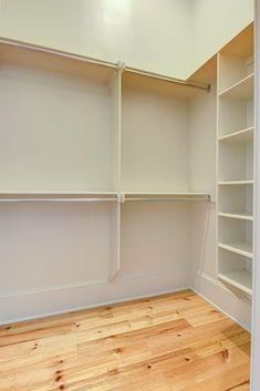 Master Closet Design, Walk In Closet Design, Closet Designs, Closet Renovation, Closet Remodel, Master Bedroom Bathroom, Closet Bedroom, Organizar Closet, Simple Closet