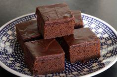 Mit ihrem reichen Schokoladengeschmack gehören diese kuchenartigen Brownies zu den zeitlosen Klassikern. Das Rezept ist außerdem kinderleicht zu zubereiten, was viele Generationen von KöchInnen zu …