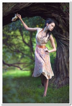 Simone Weghorn  - Modedesign  Dirndl, Brokat, Spitze, Charivari, Apricot, Gold, Midi, Dirndlcouture