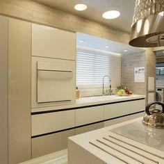 cozinha laqueada moderna bege com preto - Pesquisa Google