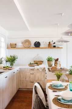 Stunning Small Kitchen Design Ideas & Layout with Floor Plan Pictures Layout Design, Kitchen Storage, Kitchen Decor, Small Kitchen Layouts, Dinning Chairs, Kitchen Flooring, Organizer, Decorating Your Home, Bedroom Decor