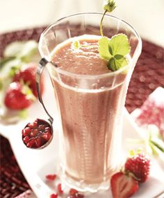 Pomegranate pow...strawberries, banana, almond breeze vanilla, and pomegrante juice . 2 shakes , 1 pt each!