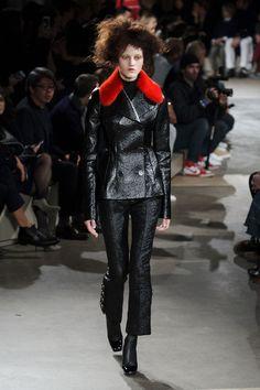 Alexander McQueen | Paris | Inverno 2016 - Vogue | Desfiles