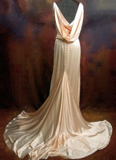 1930s peach silk gown, back view jean dress wedding bridal evening long train low back cream white pale pastel #2dayslook #maria257893 #jeansfashion ww.2dayslook.com