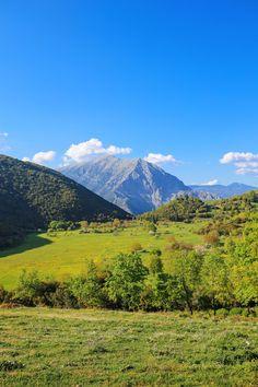 Your Complete Guide To Visiting Mainland Greece Skiathos, Samos, Mykonos, Santorini, Travel Planner, Greek Islands, Greece Travel, Crete, Travel Advice