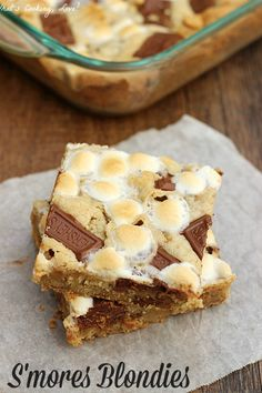 S'mores Blondies. Delicious blondies made with a graham cracker crust and loaded with marshmallows and chocolate. #smores #dessert