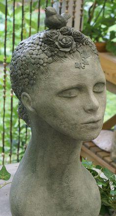 """Skulptur """"Die Vogelfrau"""" von der Bildhauerin Andrea Langhanki"""
