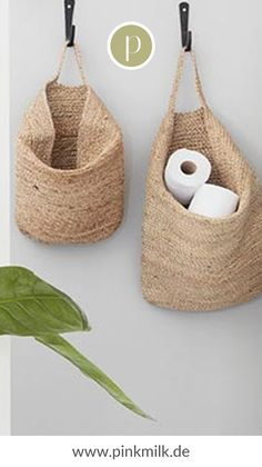 Sometimes you just don& know where and the cupboards are full. Hanging toilet paper or bathroom accessories in storage baskets is not only practical, but also super decorative. Bathroom Storage, Small Bathroom, Funny Bathroom, Bathroom Closet, Decoration Chic, Caravan Renovation, Blog Deco, Diy Garden Decor, Bathroom Renovations