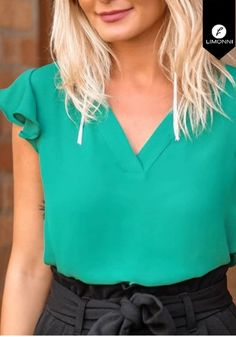 Blouse Styles, Blouse Designs, Sleeve Designs, Casual Chic, Casual Shirts, Blusher, Need Supply, Lady, Womens Fashion
