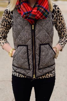 Everything about this outfit is perfect JCrew herringbone vest Cheetah print long sleeve Red plaid scarf Fall 2014 Fall Winter Outfits, Autumn Winter Fashion, Winter Vest, Casual Winter, Jcrew Herringbone Vest, Herringbone Fabric, Winter Looks, Red Plaid Scarf, Looks Style
