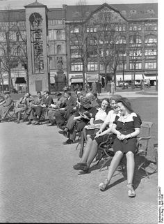 Berlin office workers enjoying the spring sunshine during their lunch break. Across Europe most people were relatively unaffected by the war. By 1945 Berlin lay in ruins and a number of these young women were probably dead. World History, World War Ii, History Of Germany, Berlin Photos, German People, Germany Ww2, West Berlin, History Activities, Photographer Portfolio