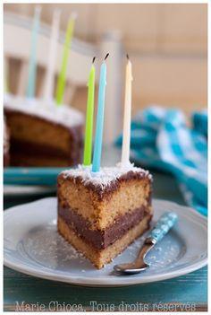 1 gros gâteau d'anniversaire tout simple au chocolat 5-2-2