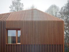 House 11×11 by Titus Bernhard Architekten  There are no horizontal crossbeams to…
