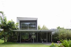 This is an architect's home. Just as you would expect, it is fabulous right down to the story behind it. Architect and furniture designer Pedro Useche has