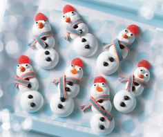 Burnbrae Farms – - Merry Meringue Snowmen - Create a winter wonderland of fun in the kitchen for you and your kids with this simple, meringue cookie. Check out this recipe! Christmas Snacks, Xmas Food, Christmas Baking, Kids Christmas, Christmas Cookies, Christmas Crafts, Christmas 2016, Holiday Baking, Merry Christmas
