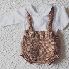 ¡Qué lindo es! Ranita Pepito por @pajaritabebe también disponible en hilo🐻 Adorable set by @pajaritabebe 🐻 —- Etiquétanos en tus fotos de… Baby Overalls, Baby Pants, Crochet Bikini, Crochet Baby, Baby Romper Pattern Free, Tricot Baby, Baby Pullover, Pants Pattern, Baby Knitting Patterns