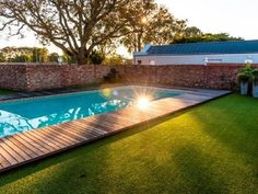 Retreat on Main Bed and Breakfast - Best Bed and Breakfast is situated in Port Elizabeth. It has private entrances, overlooking the breathtaking swimming pool and has covered patios.Retreat on Main has seven comfortable rooms, that are tastefully .