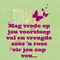 Afrikaanse Inspirerende Gedagtes & Wyshede - Mag vrede op jou voorstoep val en vreugde soos 'n roos vir jou oop vou. Live Love, Love You, My Love, Me Quotes, Qoutes, Keep Calm Signs, Afrikaans Quotes, Cute Messages, Love Words