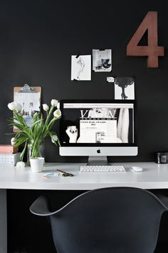 home office - workspace - dark walls - black & white - styling Small Workspace, Office Workspace, Office Decor, Office Ideas, Office Nook, Desk Space, Workspace Inspiration, Interior Inspiration, Design Inspiration