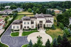 Prestigious Woodland Acres – 73 Quail Run Boulevard, Vaughan, Ontario, Canada - Browse luxury mansions while dreaming of your very own multi-million dollar house, filled to the brim with everything your heart desires.