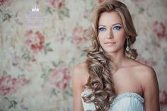 Wedding hair ~ Long curls pulled to the side pale makeup Bridal Hair Down, Bridal Hair And Makeup, Hair Makeup, Curled Hairstyles, Pretty Hairstyles, Wedding Hairstyles, Hairstyle Ideas, Beautiful Long Hair, Gorgeous Hair
