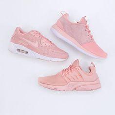 """Tre otroligt bra Nikes i färgen """"Dusty Pink"""" finns i butiken och på footish.se #nike #dustypink #presto #roshe #airmax90 #vårskor #uppsala #valborgiuppsala #footish"""