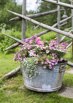 Container gardening is a fun way to add to the visual attraction of your home. You can use the terrific suggestions given here to start improving your garden or begin a new one today. Your garden is certain to bring you great satisfac Container Flowers, Flower Planters, Container Plants, Container Gardening, Flower Pots, Summer Flowers, Pretty Flowers, Lawn And Landscape, Outdoor Flowers