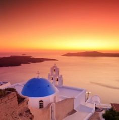 Santorini!! You all know how bad I wanna go to Greece! Who's coming with?