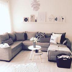 Einen Gruß aus dem Wohnzimmer habt einen tollen Abend   White#wohnkonfetti#livingroom#normanncopenhagen#interior#blackandwhite#interior#myhome#ikea#handmadepillows#
