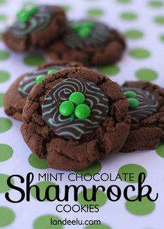 Mint Chocolate Shamrock Cookies Recipe - easy, yummy and perfect for St. Köstliche Desserts, Delicious Desserts, Dessert Recipes, Green Desserts, Baileys Irish Cream, Mint Chocolate, Chocolate Cookies, Chocolate Chips, Chocolate Morsels
