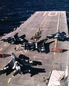 Cougars of Fighter Squadron (VF) 24 pictured during flight operations on board the carrier Yorktown (CVA operating off the coast of Southern California, in March 1954 Us Navy Aircraft, Us Military Aircraft, Military Jets, Fighter Pilot, Fighter Jets, American Aircraft Carriers, Aircraft Parts, Flying Ace, Aircraft Painting
