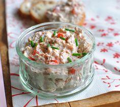 Rillettes de thon au Rondelé Ail et fines herbes - Envie de bien manger. Plus de recettes à base de crème Bridélice ici : www.enviedebienmanger.fr/recettes/bridelice