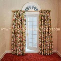 My Projects In Miniature: Making Miniature Draperies Miniature Furniture, Doll Furniture, Dollhouse Furniture, Dollhouse Tutorials, Miniature Tutorials, Dollhouse Ideas, Doll House Curtains, My Doll House, How To Make Curtains