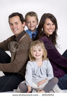 Best photography poses for kids indoors family pictures 29 ideas Family Photo Studio, Studio Family Portraits, Family Portrait Poses, Family Picture Poses, Family Portrait Photography, Photo Couple, Family Photo Sessions, Family Posing, Family Pictures