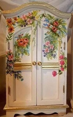 Painting Furniture Shabby Chic Inspiration Ideas What's Decoration? Decoration is the art of decorating the interior and exterior … Decoupage Furniture, Hand Painted Furniture, Funky Furniture, Paint Furniture, Repurposed Furniture, Shabby Chic Furniture, Furniture Projects, Furniture Makeover, Luxury Furniture