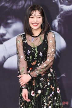 "Red Velvet Joy's Radiant Smile at ""The Great Seducer"" Premiere"